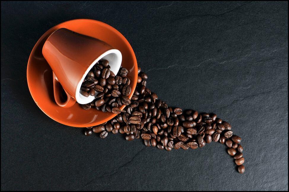 Tasse et café en grains Luckin Coffee